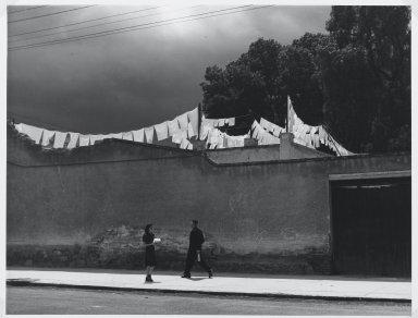 Manuel Alvarez Bravo (Mexican, 1902-2002). Que Chiquito es el Mundo, 1942. Gelatin silver photograph, image: 7 1/4 x 9 1/2 in. (18.4 x 24.1 cm). Brooklyn Museum, Gift of William Berley, 79.294.15. © Colette Urbajtel/Asociación Manuel Álvarez Bravo