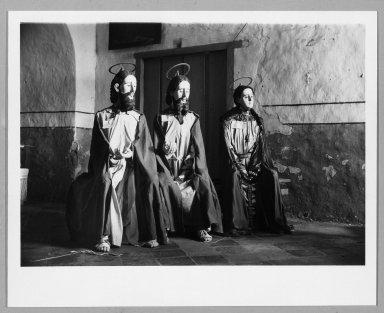 Manuel Alvarez Bravo (Mexican, 1902-2002). La Visita, 1935. Gelatin silver photograph, image: 6 1/2 x 9 1/4 in. (16.5 x 23.5 cm). Brooklyn Museum, Gift of William Berley, 79.294.5. © Colette Urbajtel/Asociación Manuel Álvarez Bravo