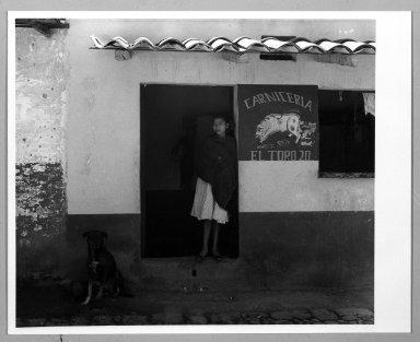 Manuel Alvarez Bravo (Mexican, 1902-2002). El Perro Veinte, 1958. Gelatin silver photograph, image: 7 1/2 x 8 7/8 in. (19.1 x 22.5 cm). Brooklyn Museum, Gift of William Berley, 79.294.6. © Colette Urbajtel/Asociación Manuel Álvarez Bravo