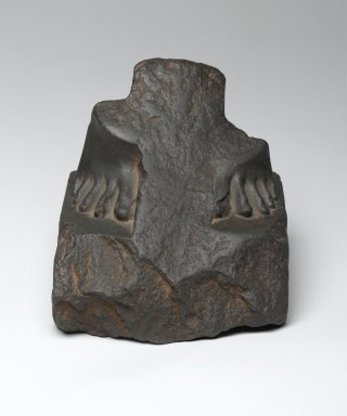 Fragment of the Feet and Base of a Statue, 664-332 B.C. Siltstone or Greywacke, 4 5/8 x 4 11/16 x 4 13/16 in. (11.7 x 11.9 x 12.2 cm). Brooklyn Museum, Gift of John D. Hoag, 79.31. Creative Commons-BY