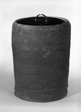 Mizusashi, early 17th century. Stoneware, lacquer lid, 7 x 5 1/2 in. (17.8 x 14 cm). Brooklyn Museum, Gift of Leighton R. Longhi, 80.116.2. Creative Commons-BY