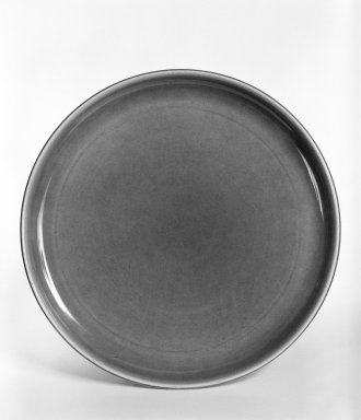 Russel Wright (American, 1904-1976). Plate, from 6-Piece Place Setting, Designed 1937; Manufactured ca. 1938. Earthenware, 10 in. (25.4 cm). Brooklyn Museum, Gift of Andrew and Ina Feuerstein, 80.169.2. Creative Commons-BY