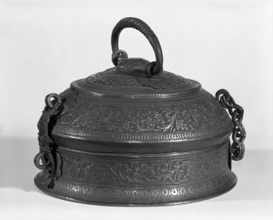 Covered Pan Box, 20th century. Copper, 5 1/4 x 8 1/2 in. (13.3 x 21.6 cm). Brooklyn Museum, Anonymous gift, 80.184.6. Creative Commons-BY