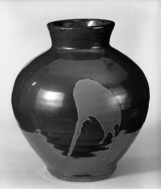 Hamada Kiln, 20th century. Stoneware, 9 1/2 x 8 1/4 in. (24.1 x 21 cm). Brooklyn Museum, Gift of Sidney B. Cardozo, Jr., 80.69.3. Creative Commons-BY