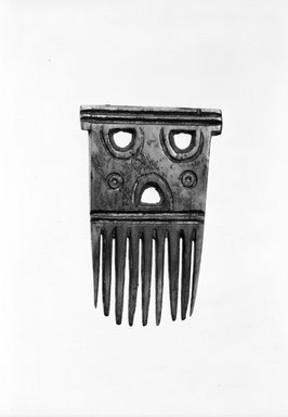 Baule. Comb, late 19th or early 20th century. Ivory, 2 1/2 in. (6.5 cm). Brooklyn Museum, Gift of Eric Robertson, 81.8. Creative Commons-BY