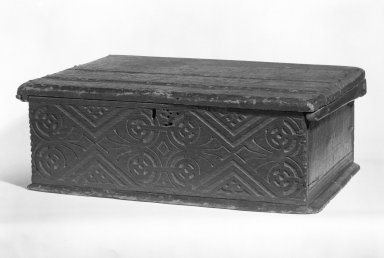 American. Bible Box, ca. 1675. Oak, pine, 81/2 x 23 1/4 x 18 in.  (21.6 x 59.1 x 45.7 cm). Brooklyn Museum, Gift of Wunsch Americana Foundation, Inc., 82.166. Creative Commons-BY