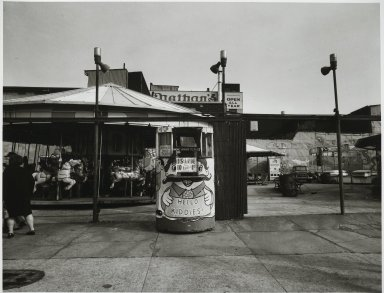 "Stephen Salmieri (American, born 1945). ""Coney Island,"" 1969. Gelatin silver photograph Brooklyn Museum, Gift of Edward Klein, 82.201.1. © Stephen Salmieri"