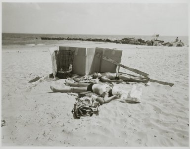 "Stephen Salmieri (American, born 1945). ""Coney Island,"" 1969. Gelatin silver photograph Brooklyn Museum, Gift of Edward Klein, 82.201.33. © Stephen Salmieri"