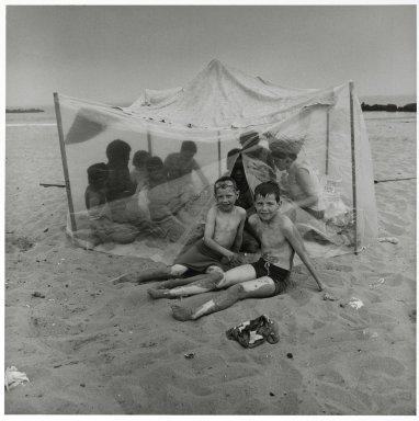 Stephen Salmieri (American, born 1945). Coney Island, 1969. Gelatin silver photograph, Sheet: 14 x 11 in. (35.6 x 27.9 cm). Brooklyn Museum, Gift of Edward Klein, 82.201.34. © Stephen Salmieri