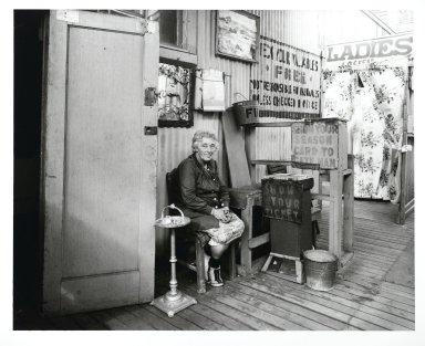Stephen Salmieri (American, born 1945). Coney Island, 1969. Gelatin silver photograph, Sheet: 11 x 14 in. (27.9 x 35.6 cm). Brooklyn Museum, Gift of Edward Klein, 82.201.37. © Stephen Salmieri