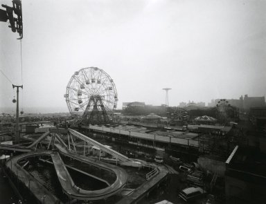 Stephen Salmieri (American, born 1945). Coney Island, 1969. Gelatin silver photograph, Sheet: 11 x 14 in. (27.9 x 35.6 cm). Brooklyn Museum, Gift of Edward Klein, 82.201.46. © Stephen Salmieri