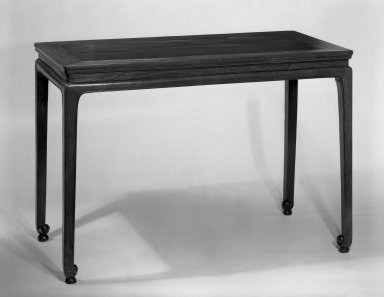 Table, late 16th century. Rosewood (Huanghuali), 30 x 43 x 21 1/2 in. (76.2 x 109.2 x 54.6 cm). Brooklyn Museum, Purchased with funds given by the B.D.G. Leviton Foundation and the J. Aron Charitable Foundation, 82.28. Creative Commons-BY