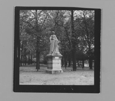 Consuelo Kanaga (American, 1894-1978). [Untitled] (Statue). Gelatin silver photograph, 2 5/8 x 2 5/8 in. (6.7 x 6.7 cm). Brooklyn Museum, Gift of Wallace B. Putnam from the Estate of Consuelo Kanaga, 82.65.202