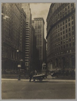 Consuelo Kanaga (American, 1894-1978). [Untitled] (Bowling Green, NYC). Gelatin silver photograph, 4 3/4 x 3 5/8 in. (12.1 x 9.2 cm). Brooklyn Museum, Gift of Wallace B. Putnam from the Estate of Consuelo Kanaga, 82.65.215