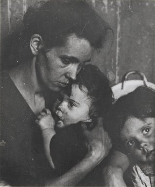 Consuelo Kanaga (American, 1894-1978). [Untitled] (Mother with Children, New York), 1922-1924. Gelatin silver photograph (from glass plate negative), 3 5/8 x 3 1/8 in. (9.2 x 7.9 cm). Brooklyn Museum, Gift of Wallace B. Putnam from the Estate of Consuelo Kanaga, 82.65.413