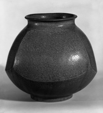 Jar, ca. 1960. Stoneware, 6 1/4 x 7 1/2 in. (15.9 x 19.1 cm). Brooklyn Museum, Gift of Mr. and Mrs. Richard Sneider, 83.173.19. Creative Commons-BY