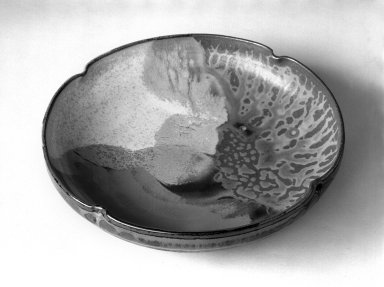 Onimaru Setsuzan (Japanese, born 1912). Kashibachi (Tea Ceremony Cake Dish), ca. 1960. Takatori ware, stoneware, 1 7/8 x 8 1/4 in. (4.8 x 21 cm). Brooklyn Museum, Gift of Mr. and Mrs. Richard Sneider, 83.173.3. Creative Commons-BY