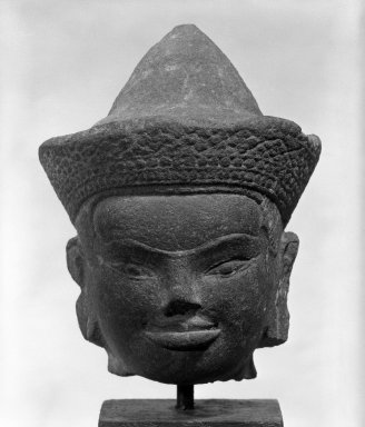Head of a Deity, 12th century. Stone, Overall H: 7 in. (17.8 cm). Brooklyn Museum, Gift of Joseph Barrios, 83.178.2. Creative Commons-BY