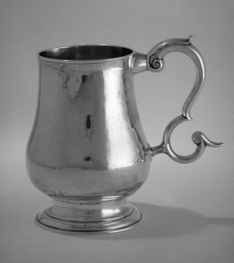 William Smith Pelletreau. Cann, ca. 1810. Silver, 61/8 x 61/2 in.  (19.4 x 16.5 cm); Width across handle:        6 1/2 in. (16.5 cm); base diameter: 3 11/16 in. (9.4 cm); weight: 419.7 gm. (13.54 oz). Brooklyn Museum, Gift of Wunsch Americana Foundation, Inc., 83.228. Creative Commons-BY