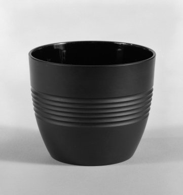 Keith Murray (English, born New Zealand, 1892-1981). Sugar Bowl, 1931-1938. Basalt ware, 2 3/4 x 3 1/4 in. (7 x 8.3 cm). Brooklyn Museum, Gift of Paul F. Walter, 84.178.3. Creative Commons-BY