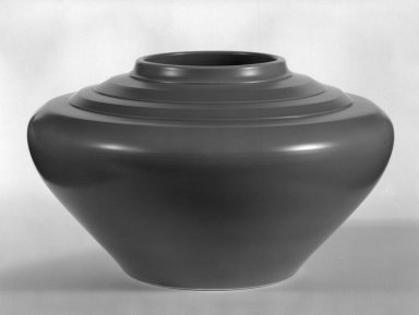 Keith Murray (English, born New Zealand, 1892-1981). Jardiniere, ca. 1933-1936. Glazed earthenware, 6 1/2 x 10 1/2 in. (16.5 x 26.7 cm). Brooklyn Museum, Gift of Paul F. Walter, 84.178.9. Creative Commons-BY