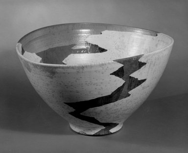 """Wayne Higby. """"Trapped Terrace Gap"""" Bowl, ca. 1984. Glazed raku-fired earthenware, 10 1/2 x 18 1/2 x 16 in. (26.7 x 47 x 40.6 cm). Brooklyn Museum, This acquisition was made possible through the Louis Comfort Tiffany Foundation, 85.15.1. Creative Commons-BY"""