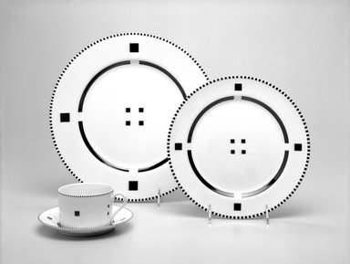"Gwathmey Siegel. Luncheon Plate, from Four-Piece Setting, ""Tuxedo,"" ca. 1985. Porcelain, 7/8 x 9 1/4 x 9 1/4 in. (2.2 x 23.5 x 23.5 cm). Brooklyn Museum, Gift of Paul F. Walter, 85.158.9. Creative Commons-BY"
