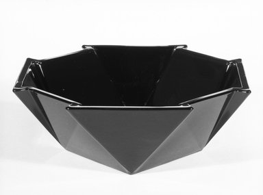 George Sakier (American, 1897-1988). Bowl, ca. 1930. Glass, 2 7/8 x 7 7/8 x 7 7/8 in. (7.3 x 20 x 20 cm). Brooklyn Museum, Designated Purchase Fund, 85.213.1. Creative Commons-BY
