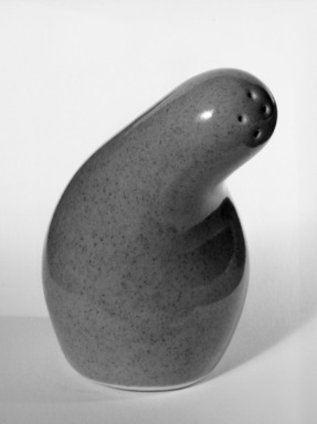Red Wing Pottery (active 1936-1967). Salt Shaker, designed  c. 1945 -produced c. 1946. Glazed earthenware, 3 x 1 1/2 in.  (7.6 x 3.8 cm). Brooklyn Museum, Gift of the artist, 85.75.9. Creative Commons-BY