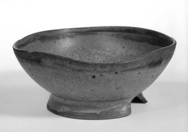 Fred Farr. Bowl, ca. 1956. Glazed earthenware, 2 1/4 x 5 1/4 x 5 1/4 in. (5.7 x 13.3 x 13.3 cm). Brooklyn Museum, Gift of Elizabeth McFadden, 85.8.2. Creative Commons-BY