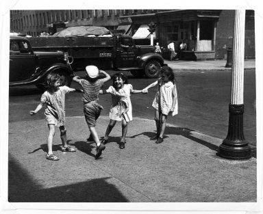 Arthur Leipzig (American, 1918-2014). Rover, Red Rover. Gelatin silver photograph Brooklyn Museum, Gift of the artist, 86.152.8. © Arthur Leipzig