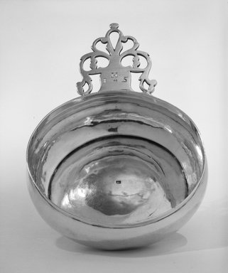 Thomas Edwards (1701-1755). Porringer, ca. 1730-1740. Silver, 2 x 5 1/2 x 8 in. (5.1 x 14 x 20.3 cm). Brooklyn Museum, Gift of Wunsch Americana Foundation, Inc., 86.180.1. Creative Commons-BY