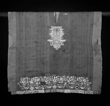 Tunic (Uncu), ca. 17th century. Camelid fiber, silk, metallic thread, 26 3/4 x 31 in. (67.9 x 78.7 cm). Brooklyn Museum, Gift of the Ernest Erickson Foundation, Inc., 86.224.51. Creative Commons-BY