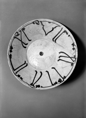 Bowl with Kufic Calligraphy, 10th century. Ceramic; earthenware, painted in brown slip on a white slip ground under a transparent glaze, 5 1/16 in. (12.9 cm). Brooklyn Museum, Gift of the Ernest Erickson Foundation, Inc., 86.227.8. Creative Commons-BY