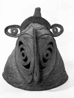 Abelam. Mask. Woven straw, pigment, height: 16 in. (40.6 cm). Brooklyn Museum, Gift of Evelyn A. J. Hall and John A. Friede, 86.229.19. Creative Commons-BY