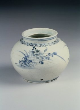 Jar, early 20th century. Porcelain, glaze, Height: 3 7/8 in. (9.8 cm). Brooklyn Museum, Gift of Dr. and Mrs. John P. Lyden, 86.271.57. Creative Commons-BY
