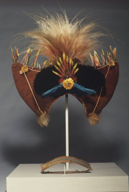 Huli. Headdress and Headband, 20th century. Human hair, feathers, cuscus fur, porcupine quills, reptile skin, dried flowers, button, string, 18 x 15 3/4 x 7 in. (45.7 x 40 x 17.8 cm). Brooklyn Museum, Gift of Marcia and John Friede and Mrs. Melville W. Hall, 87.218.64a-b. Creative Commons-BY