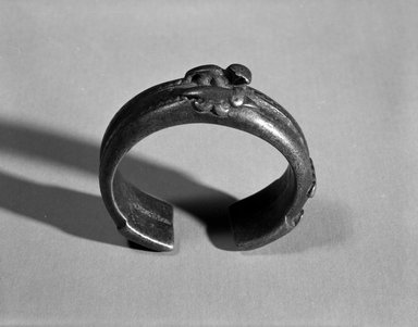Senufo. Bracelet with Two Animal Forms, late 19th or early 20th century. Copper alloy, h: 3/4 in. (1.9 cm). Brooklyn Museum, Gift of Arthur Dintenfass, 88.187.3. Creative Commons-BY