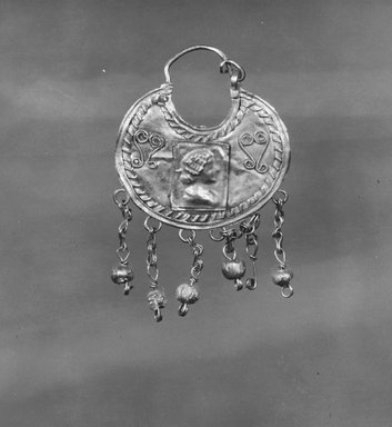Earring Pendant, 2nd-3rd century C.E. Gold, glass, 1 1/4 x 2 1/16 in. (3.1 x 5.2 cm). Brooklyn Museum, Ella C. Woodward Memorial Fund, 05.422. Creative Commons-BY
