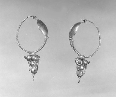 Earrings, 3rd century C.E. Gold, Average Length: 1 1/2 in. (3.8 cm). Brooklyn Museum, Ella C. Woodward Memorial Fund, 05.511.1-.2. Creative Commons-BY