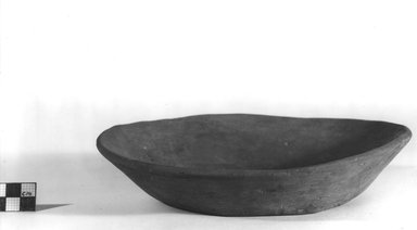 Shallow Bowl. Pottery, 1 7/8 x Diam. 8 1/4 in. (4.8 x 21 cm). Brooklyn Museum, Charles Edwin Wilbour Fund, 07.447.305. Creative Commons-BY
