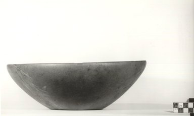 Large Deep Plate. Serpentine, 3 11/16 x Diam. 11 3/16 in. (9.4 x 28.4 cm). Brooklyn Museum, Charles Edwin Wilbour Fund, 09.889.3. Creative Commons-BY