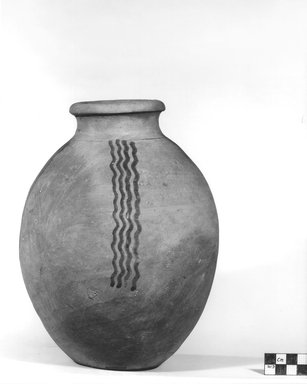 Urn Decorated with Dark Brown Wavy Lines. Terracotta, 9 7/16 x 6 7/8 in. (24 x 17.5 cm). Brooklyn Museum, Charles Edwin Wilbour Fund, 09.889.427. Creative Commons-BY