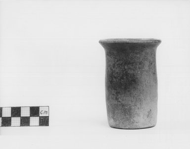 Cylindrical Vase, ca. 3100–2675 B.C. Terracotta, 3 7/16 x Diam. 2 1/2 in. (8.7 x 6.3 cm). Brooklyn Museum, Charles Edwin Wilbour Fund, 09.889.457. Creative Commons-BY