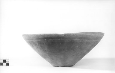 Deep Dish. Terracotta, Diameter 10 1/4 in. (26 cm) to 10 1/2 in. (26.7 cm). Brooklyn Museum, Charles Edwin Wilbour Fund, 09.889.486. Creative Commons-BY