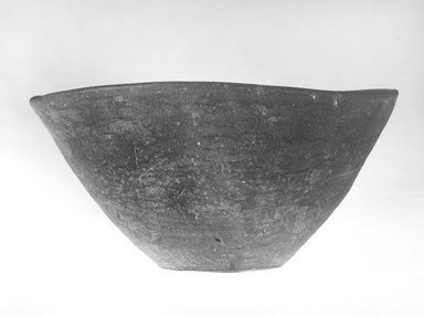 Deep Bowl. Terracotta, Height 4 1/2 in. (11.4 cm); Diameter 8 1/2 in. (21.6 cm) to 8 3/4 in. (22.2 cm). Brooklyn Museum, Charles Edwin Wilbour Fund, 09.889.497. Creative Commons-BY