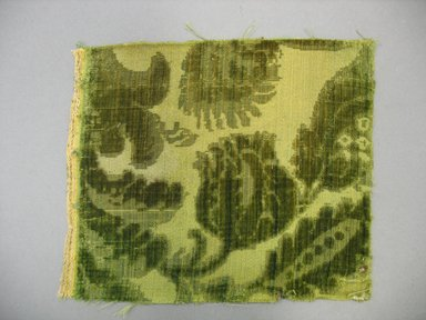 Textile Fragment, 18th century. Cut and voided silk velvet, 7 x 8 1/2 in. (17.8 x 21.6 cm). Brooklyn Museum, Purchased by Special Subscription, 11.109