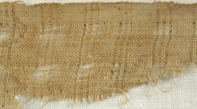 Coptic. Plain Cloth Weave, 5th-6th century C.E. Flax, wool, 2 1/2 x 9 in. (6.4 x 22.9 cm). Brooklyn Museum, Gift of the Egypt Exploration Fund, 15.474a. Creative Commons-BY