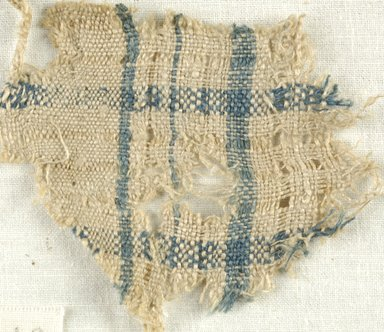 Coptic. Plain Cloth Weave, 5th-6th century C.E. Linen, 2 1/2 x 2 3/4 in. (6.4 x 7 cm). Brooklyn Museum, Gift of the Egypt Exploration Fund, 15.474g. Creative Commons-BY