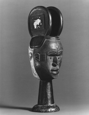Nupe. Janus-faced Dance Crest for Ekeleke Performance, 20th century. Wood, glass mirror, pigment, 21 1/2 x 8 1/2 x 8 in. (54.6 x 21.6 x 20.3 cm). Brooklyn Museum, Gift of Ruth E. Wilner, 1990.222.2. Creative Commons-BY